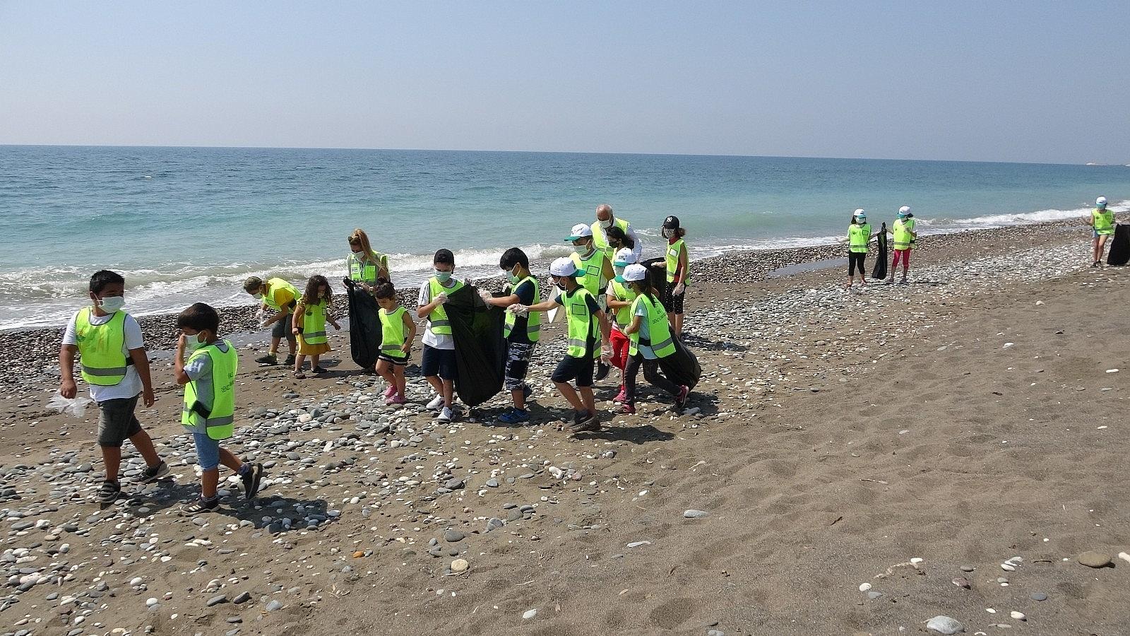 2021/06/mersinde-deniz-kaplumbagalari-ureme-alaninda-sahil-temizligi-20210610AW34-1.jpg
