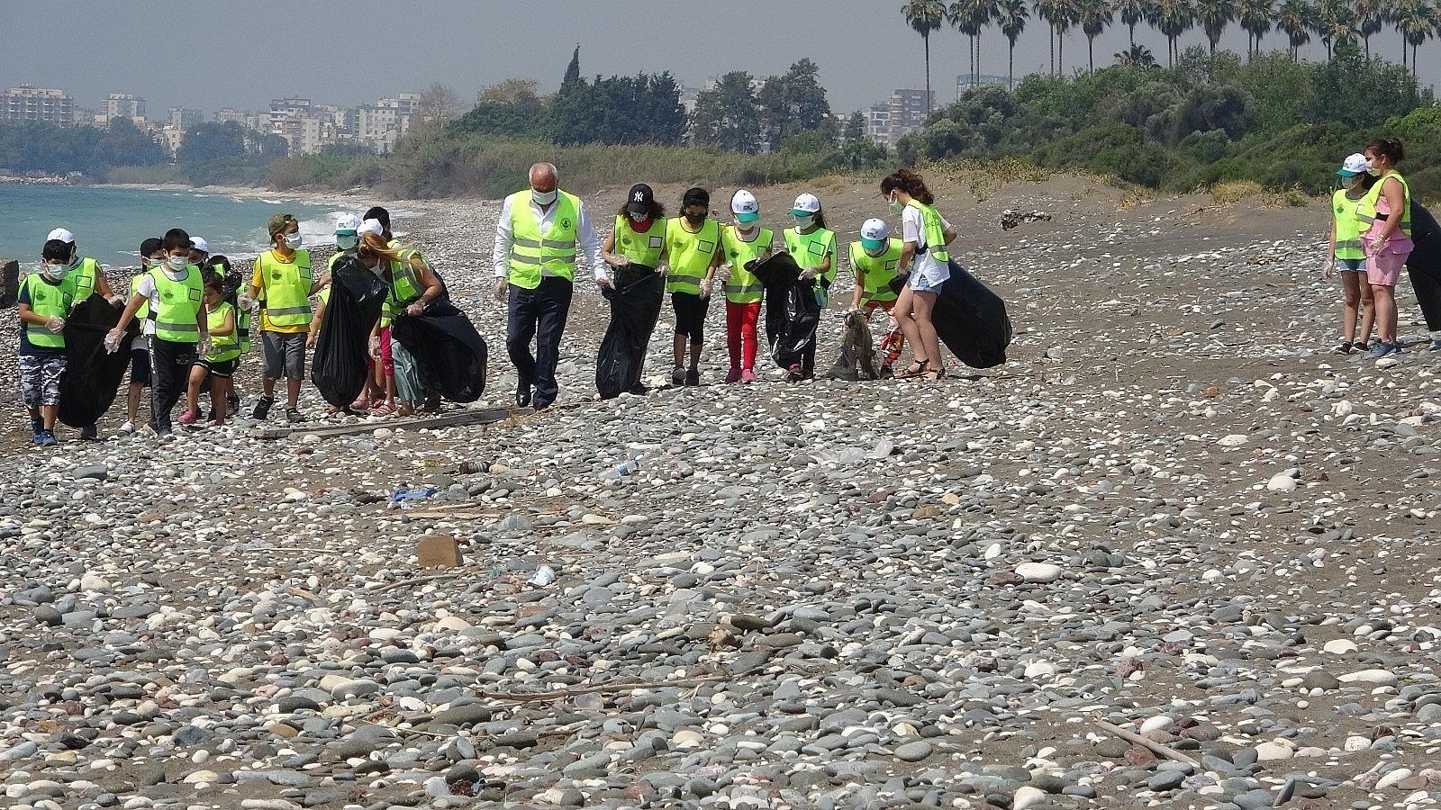 2021/06/mersinde-deniz-kaplumbagalari-ureme-alaninda-sahil-temizligi-20210610AW34-2.jpg