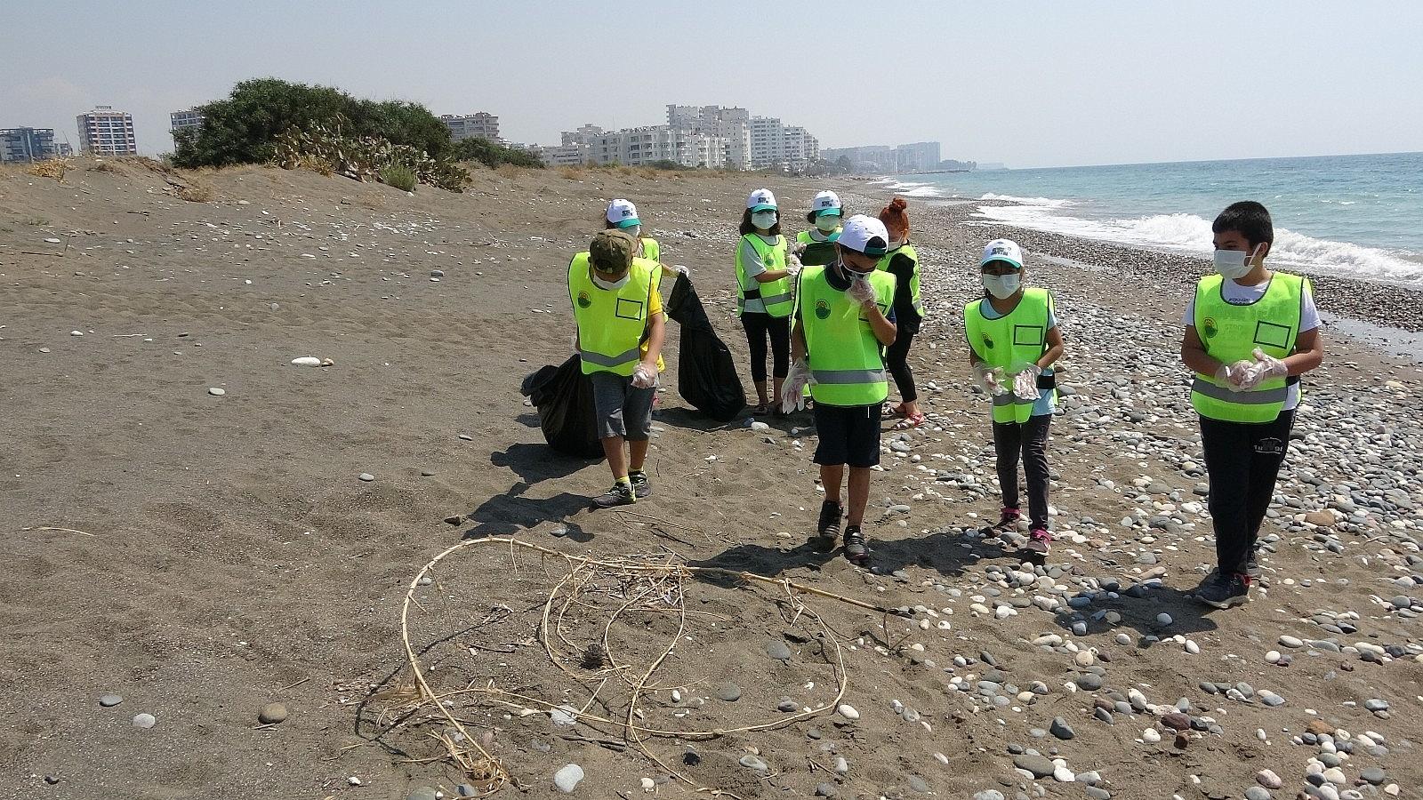 2021/06/mersinde-deniz-kaplumbagalari-ureme-alaninda-sahil-temizligi-20210610AW34-4.jpg