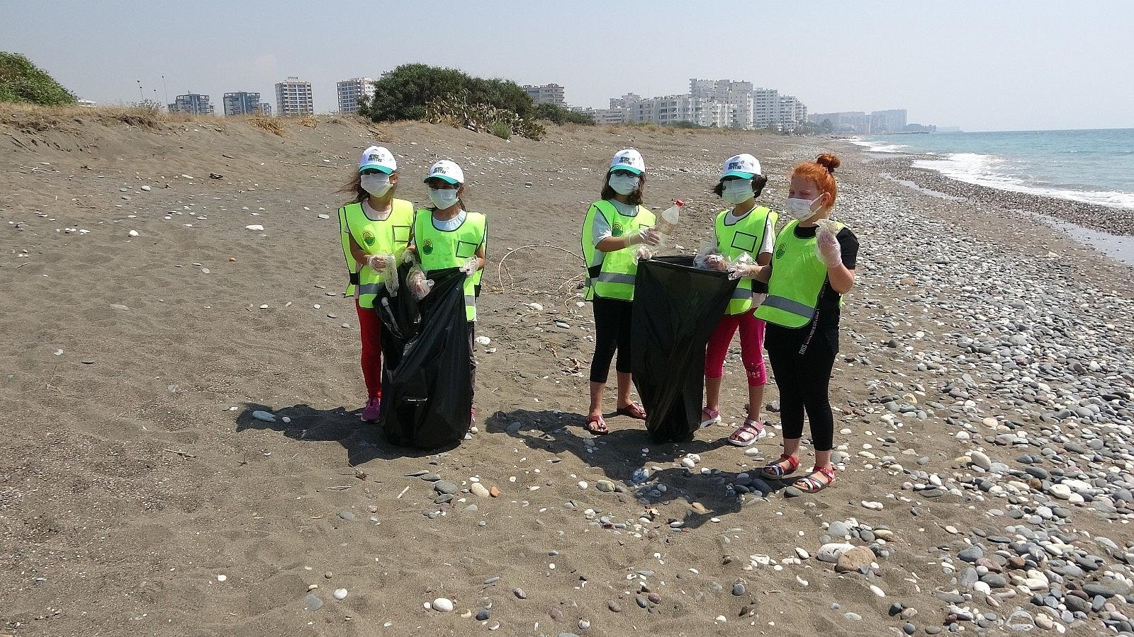 2021/06/mersinde-deniz-kaplumbagalari-ureme-alaninda-sahil-temizligi-20210610AW34-5.jpg