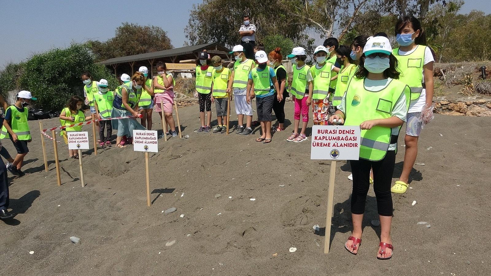 2021/06/mersinde-deniz-kaplumbagalari-ureme-alaninda-sahil-temizligi-20210610AW34-6.jpg