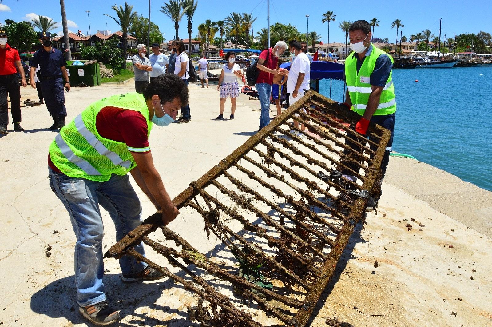 2021/06/side-limaninda-yapilan-sualti-temizliginde-denizden-cikmayan-kalmadi-20210605AW33-5.jpg