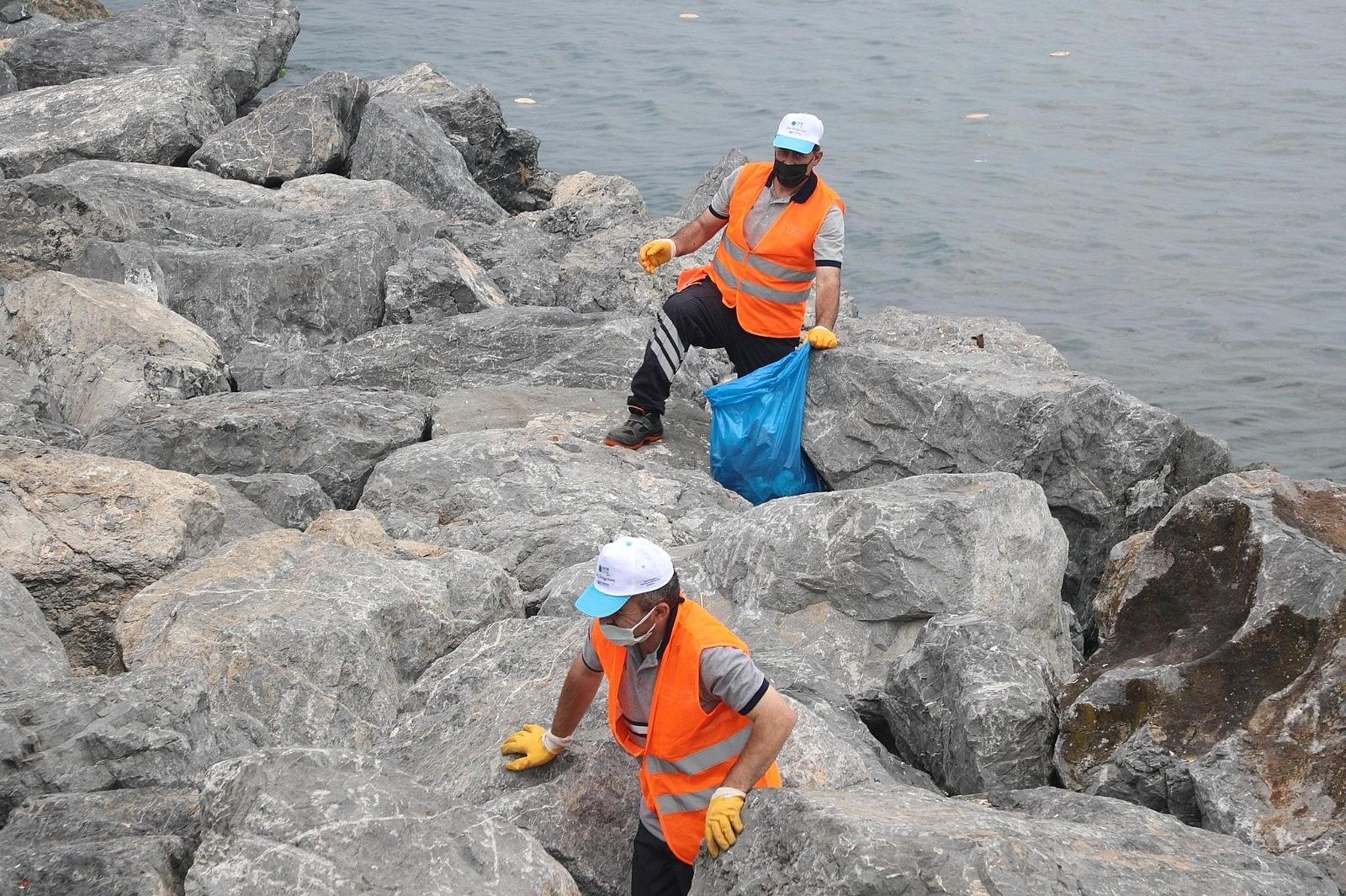 2021/06/zeytinburnunda-deniz-kirliligine-dikkat-cekmek-icin-kiyi-temizligi-yapildi-20210608AW33-3.jpg