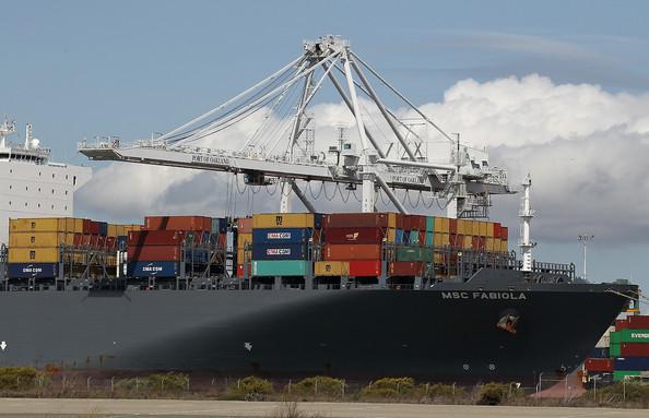 Dev konteyner gemisinin liman manevrası