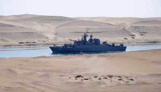 İran savaş gemilerinden gövde gösterisi