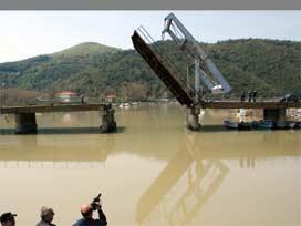 Bartın'da Irmağa 'Galata Köprüsü' Yapıldı