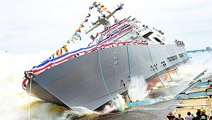 ABD savaş gemisi buzlara sıkışarak mahsur kaldı