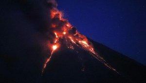Mayon yine lav püskürdü, 26 bin köylü tahliye edildi