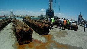 Kendiroğlu, Somali'de batık gemileri çıkarıyor
