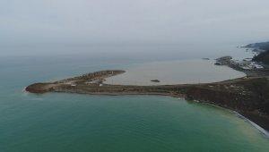 Rize-Artvin Havalimanı'nda 6 ayda deniz dolgusu için 9 milyon ton taş kullanıldı