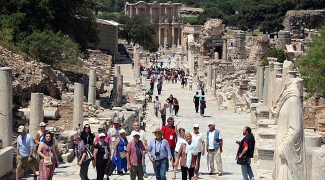 14'ü yabancı 29 ressam Efes Antik Kenti'ni gezerek resim çizdi