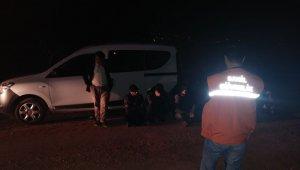 Sürat teknesinde 11 düzensiz göçmen yakalandı
