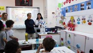 """Öğretmen robot """"Elias"""" Türkiye'de"""