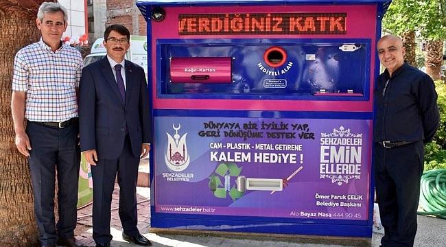 Türkiye'de bir ilk olan güneş enerjili akıllı atık toplama sistemi