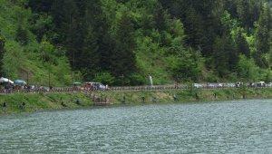 Uzungöl'de balık tutma yarışması