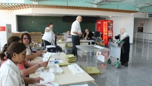 Havalimanlarında oy kullanma işlemi devam ediyor