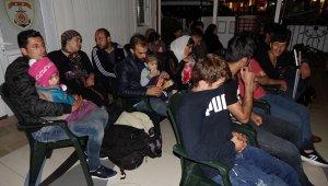 Lastik botla Midilli Adası'na gitmek isteyen kaçak göçmenler kurtarıldı
