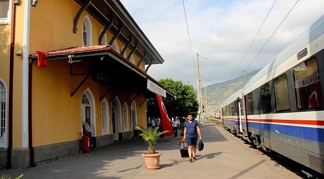 103 yıllık tarihi İskenderun Garı hızlı treni bekliyor