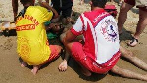 Denize dik atladı, boynu kırıldı