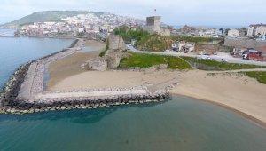 Sinop'un Kumkapı sahilindeki kötü deniz kokusu vatandaşları rahatsız ediyor