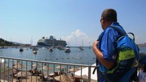 Bodrum'a iki gemi dolusu turist geldi