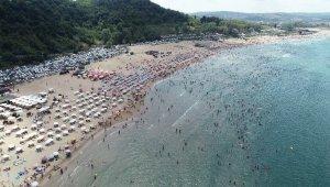 İBB'nin fırtına uyarılarına rağmen plajlar doldu taştı