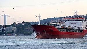 İstanbul Boğazı'nda korku dolu anlar! Faciadan son anda dönüldü