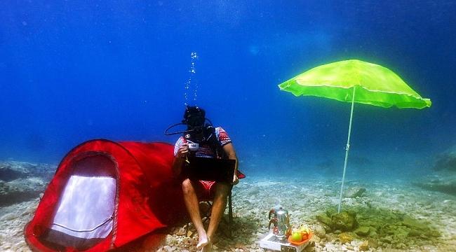 Ünlü oyuncu Burak Sevinç, Fethiye'de deniz dibine kamp kurdu
