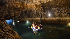 Altınbeşik Mağarası ziyaretçilerini hayran bırakıyor