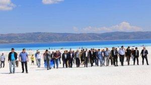 Bakanlık yetkilileri Salda Gölü'nde incelemelerde bulundu