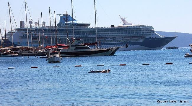 Dev yolcu gemisi bin 762 yolcusuyla Bodrum'a demir attı