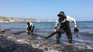 """Fuel-oil sızıntısıyla ilgili tanık: """"Kıç tarafından denize akarken gördüm"""""""