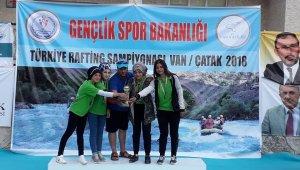 İç Anadolu'nun tek rafting takımı Türkiye 3'üncüsü oldu