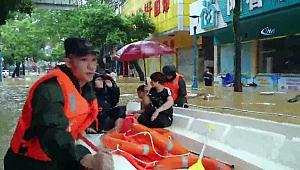 Mangkhut tayfunu Yangchun şehrini sular altında bıraktı