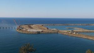 Rize-Artvin Havalimanı inşaatında 1 yılda yaklaşık 30 milyon tonluk deniz dolgusu yapıldı