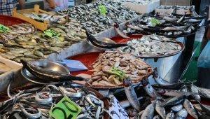 Rize'de tezgahlarda balık bolluğu