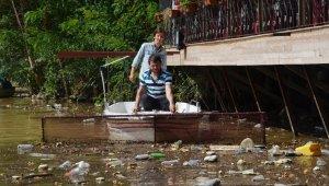 Sera Gölü'nü çöpten cankurtaran temizliyor