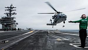 ABD'de uçak gemisinin üzerine helikopter düştü