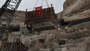 Hasankeyf'te 600 yıllık kale kapısının ikinci kısmı da taşındı