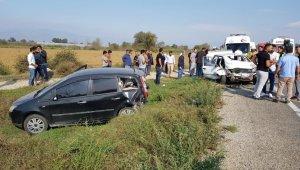 İzmir'de feci kaza: 2'si bebek 5 yaralı