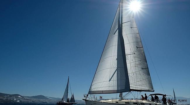 """Kuşadası'nda """"Cumhuriyet Kupası"""" yelkenli yarışları düzenlendi"""