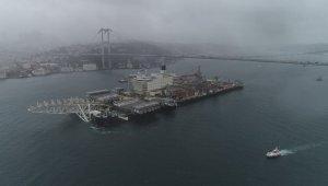 Dünyanın en büyük gemisi İstanbul Boğazı'ndan böyle geçti