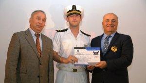 Genç denizciler brövelerini aldı