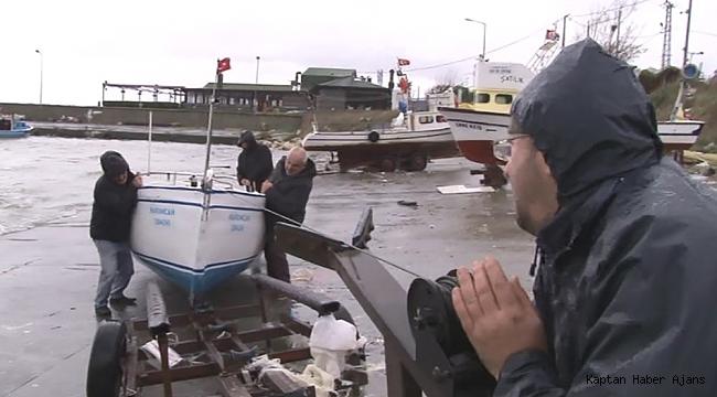 Şiddetli rüzgardan etkilenen balıkçılar teknelerini zor kurtardı