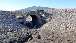 Tarihi Hicaz demiryolu suların çekilmesiyle yıllar sonra yeniden ortaya çıktı