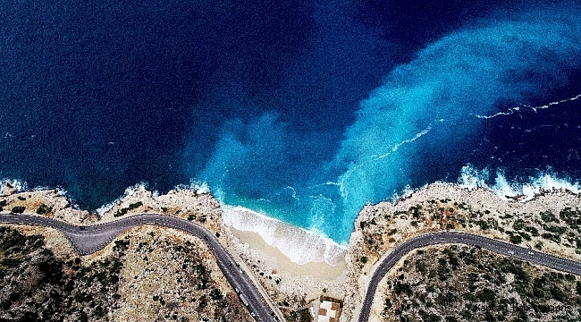 Vadiden inen tatlı su, deniz suyuyla karıştı renk turkuaza döndü