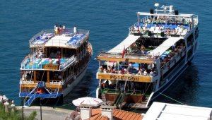 Çeşme'deki günübirlik tur teknelerinin barınma sıkıntısı
