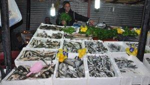 Karadeniz balığı Yüksekova tezgahlarında