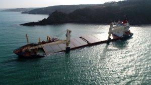 Şile'de karaya oturan gemide devam eden çalışmalar havadan görüntülendi
