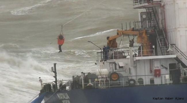Şile'de karaya oturan geminin mürettebatı kurtarılmaya başlandı